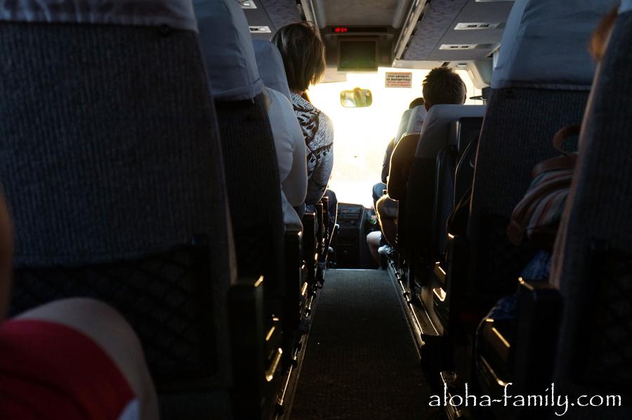 Выбирайте большие автобусы с багажными отсеками - в них ездить по горам гораздо удобнее