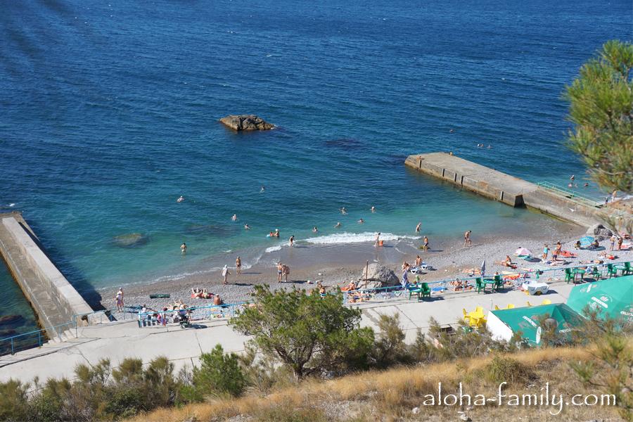 Пляж в Крыму: некоторые люди не могут себе позволить, а другие с радостью променяют на ящик водки