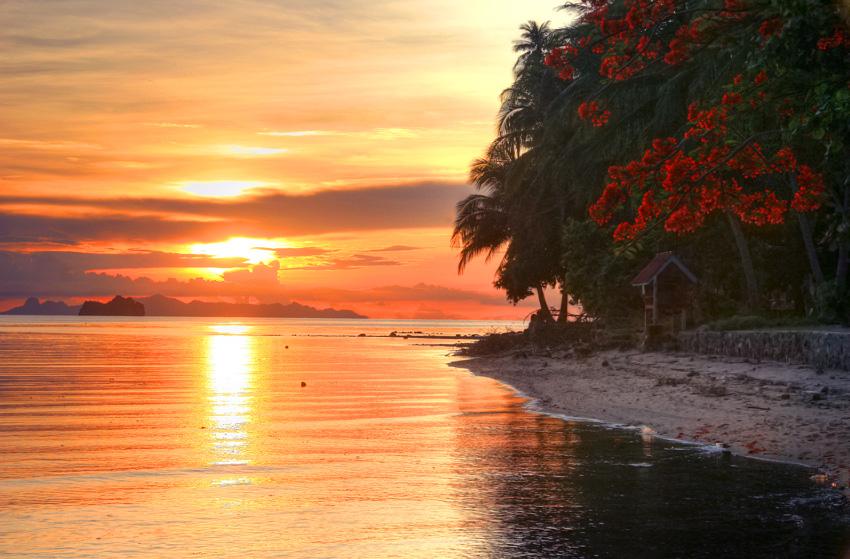 Прекрасный закат на острове Самуи - скоро такие кадры будем делать мы! :)