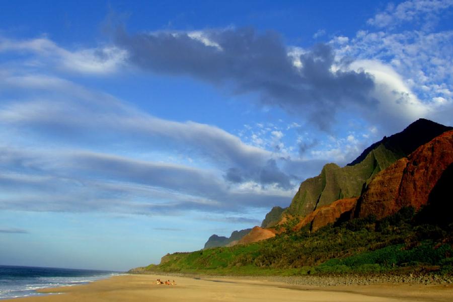 Пустынный пляж острова Кауаи