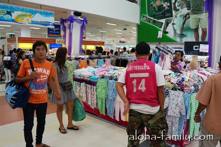 На автовокзале Бангкока чисто, как в музее, и купить можно всё от носков и пижамы до iPada последней версии