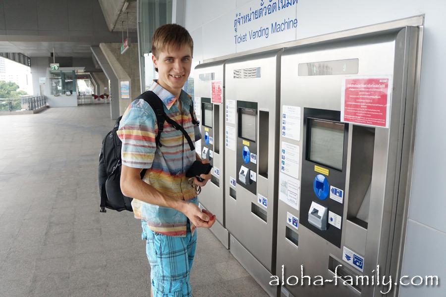 Покупка жетонов в метро Бангкока