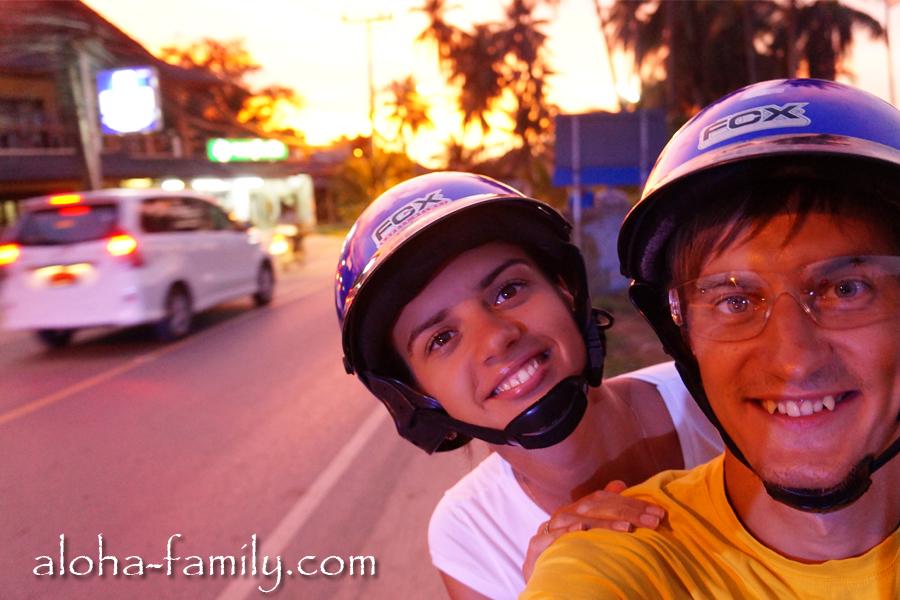 Что мы делаем в Таиланде - катаемся на мопеде