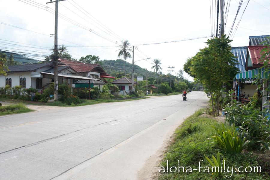 Дорога вдоль пляжа Банг По отлично подходит для начинающих байкеров