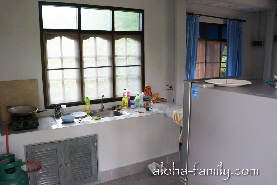 Наш домик на Самуи - кухня и часть гостиной