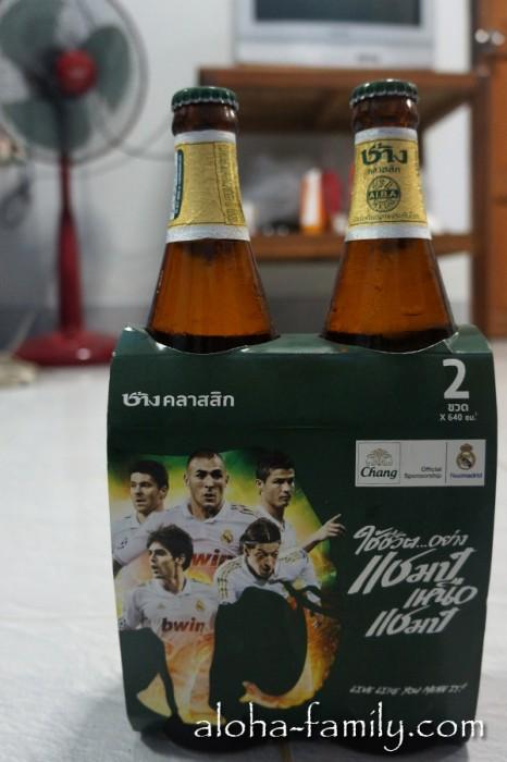 Пиво Чанг, которое я не так давно обещал попробовать - теперь мы вместе с ним смотрим Лигу Чемпионов! :-)