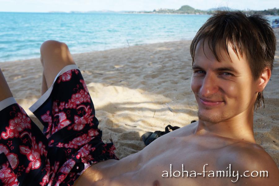 Пляж Мэнам, Самуи. Играю в тюленя - любимая игра! ;-)