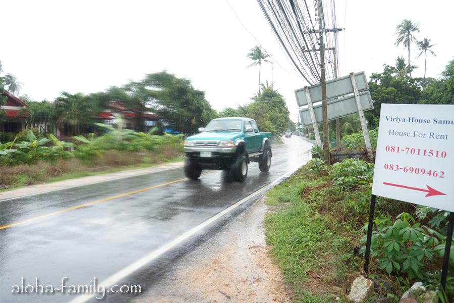 По дождю, конечно же, лучше ехать на машине и желательно на большой!