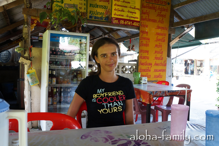 Самая обычная тайская забегаловка для местных возле Мэнама