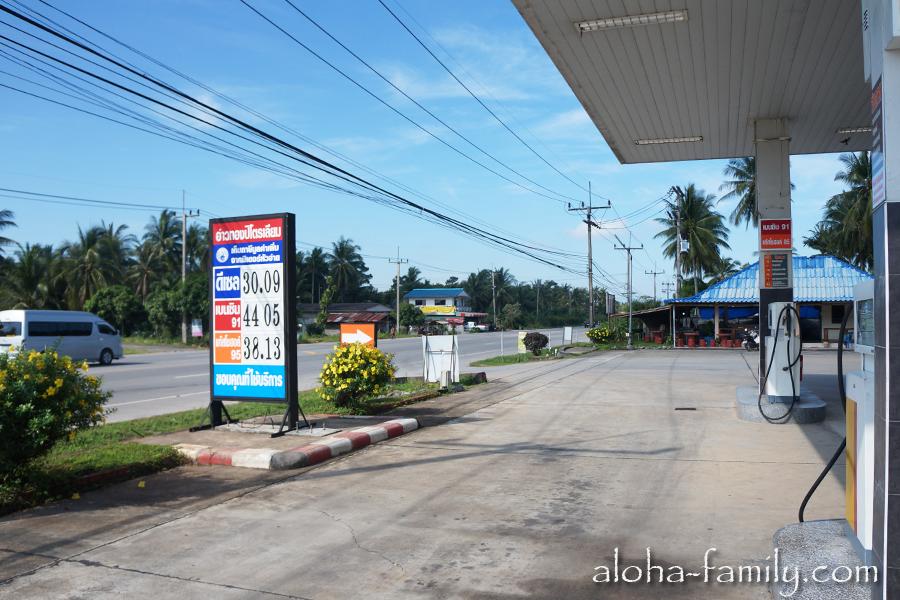Бензин на материке стоит дешевле, чем на острове Самуи, но всего на 1 бат