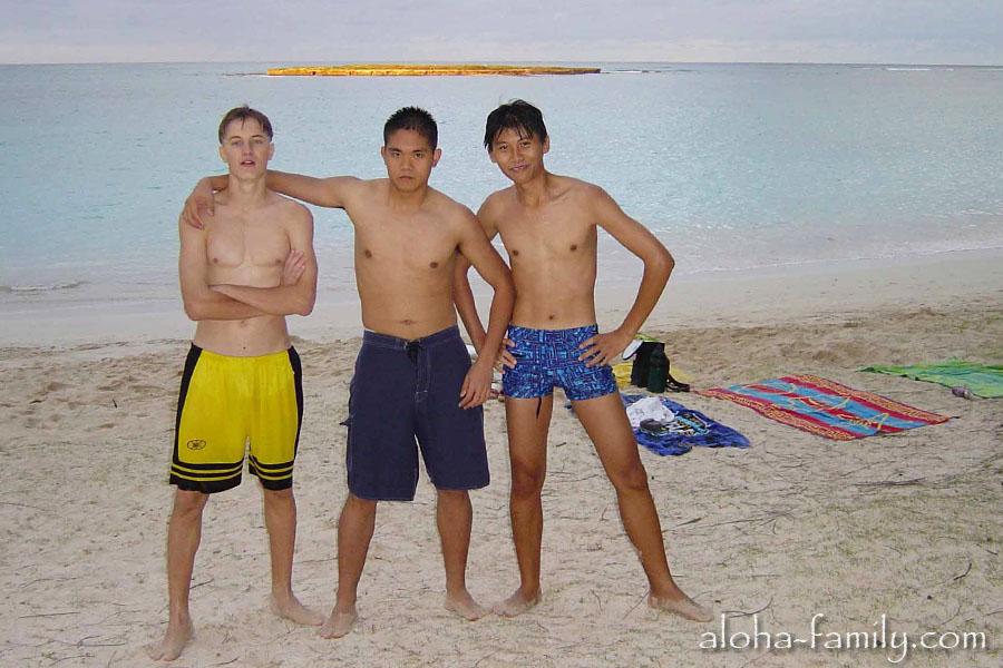 Готовимся праздновать Новый год 2004 - фото снято 20 декабря 2003 года на Каилуа Бич, Оаху, Гавайи (Kailua Beach, Oahu, Hawaii)