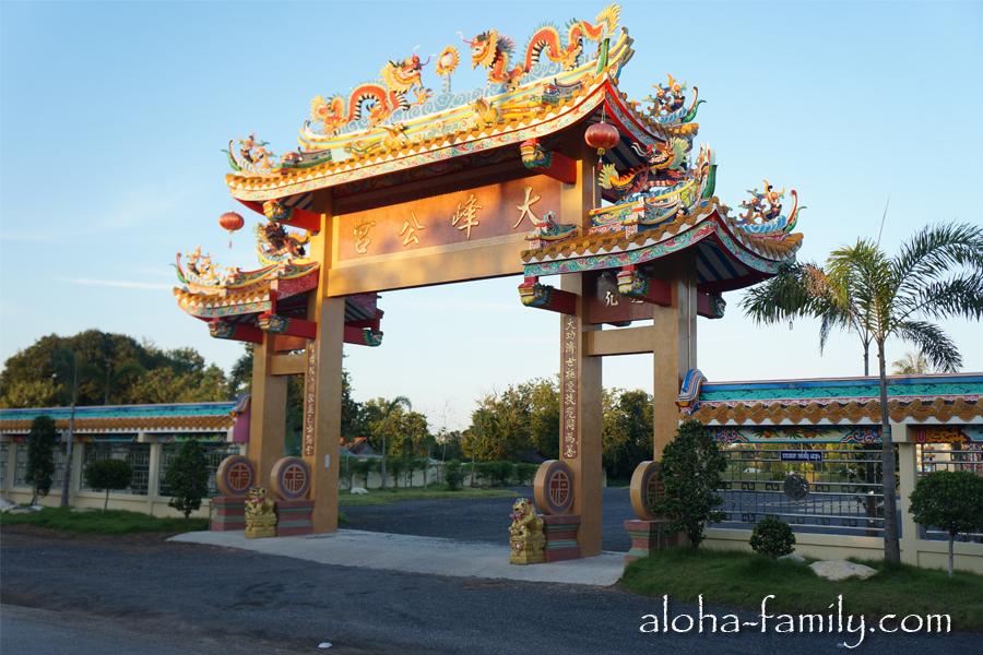 Красивый китайский храм в Донсаке