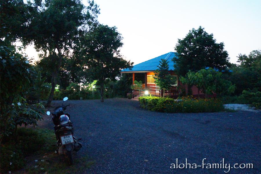 Lam Tong Resort - на территории отеля можно еще 5 домов построить. В 200 метрах - море, но к нему добираться через джунгли не стоит, да и смысла особого нет!