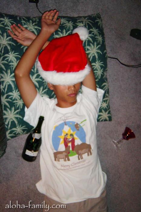 Мой вьетнамский брат уснул, и ему приснился Новый год и новые свершения! :)