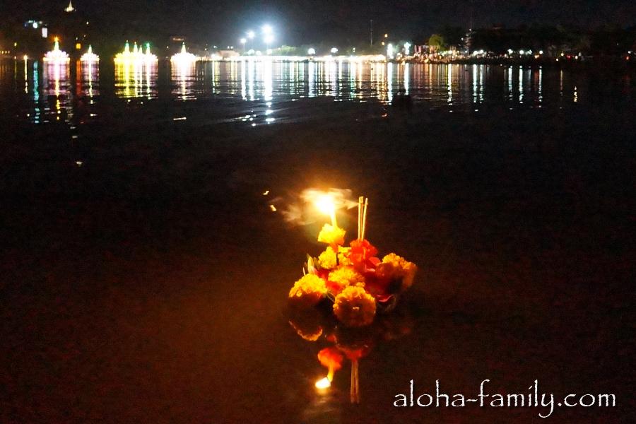 Ночное озеро Чавенг в день Лой Кратонг 2012