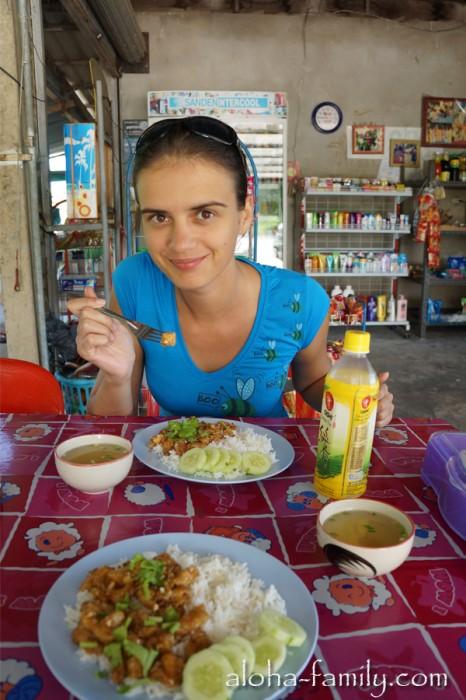Позавтракали вдвоем на 100 бат ($3.3) с холодным чаем