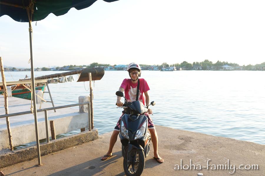 """А вот самуйский брат нашего Air Blade (или как назвал его гугл переводчик на тайском сайте объявлений """"хонда лезо-ножиці"""")"""