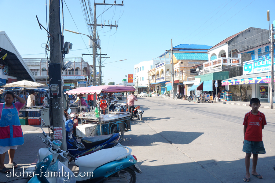 Улица в Донсаке возле большого базара