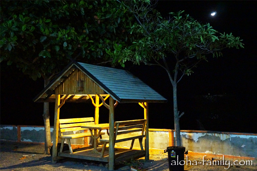 Wanghin Bungalow - та же самая беседка, только ночью