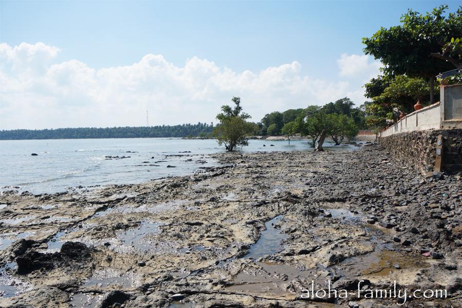 Wanghin Bungalow - во время отлива видно дно и понятно почему в Донсаке нет пляжей