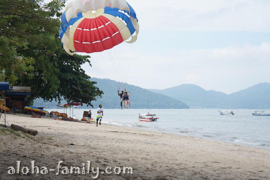 Batu Ferringhi Beach - народ развлекается и веселится)))