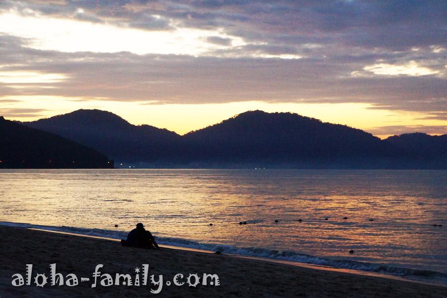 Закат на пляже Бату Ферринги