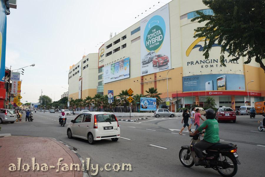 Если повернуть направо, то по левую руку после входа в молл будут агентства по продаже билетов на автобусы - все направления (Малайзия, Сингапур, Таиланд)