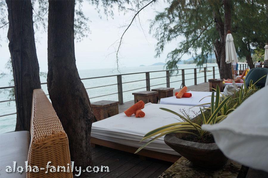 Кровати с видом на бухту Tong Yang