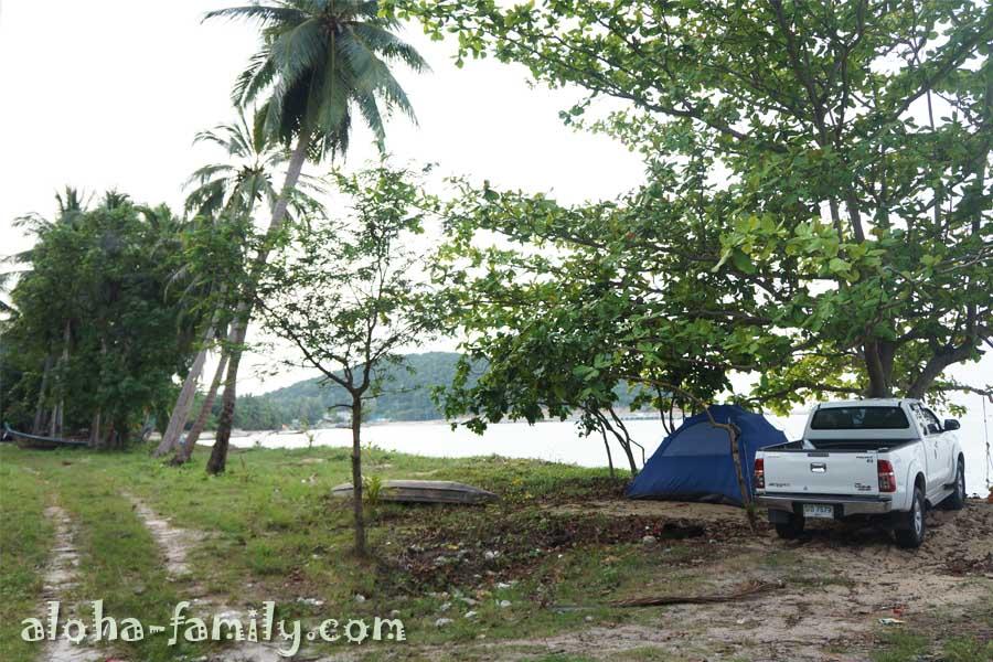 На пляже Tong Yang отдыхают в основном местные - некоторые приезжают на все выходные с палатками