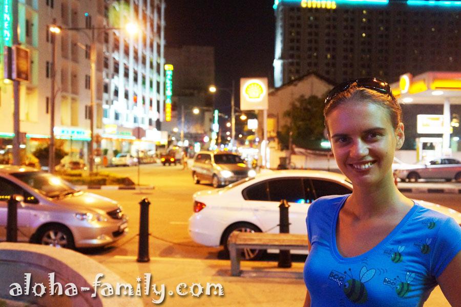 Наша первая ночь в Малайзии - гуляем по вечернему Пинангу
