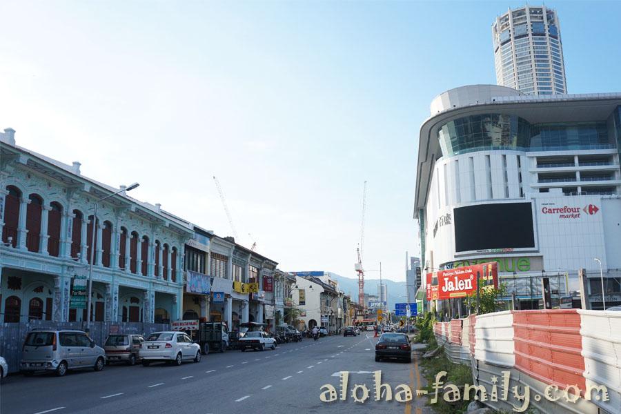 Отсутствие тротуаров - проблема многих азиатских городов. Джорджтаун не исключение...