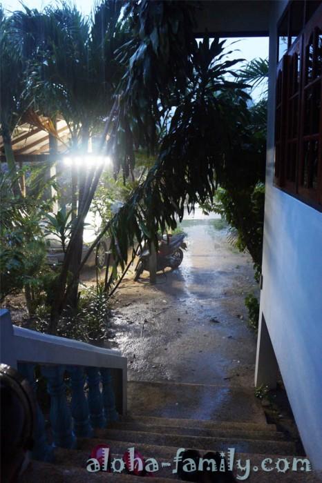 Вот такой ливень зарядил перед самым новым годом 2013 на Самуи!