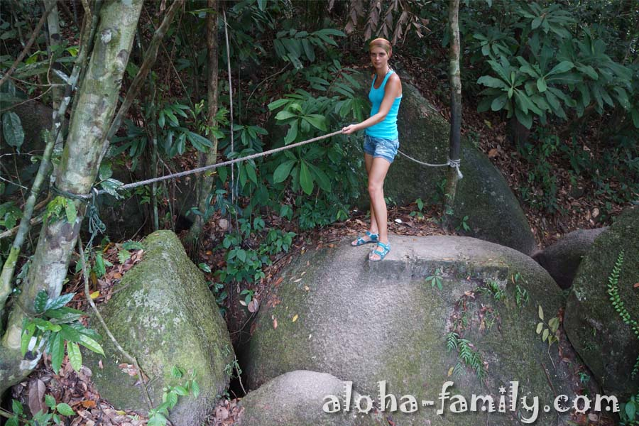 По пути обратно навыки скалолазания и длинные ноги вам не помешают! ;)
