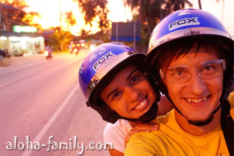 По-моему, в шлемах даже прикольней ездить, и в голову не печет)))