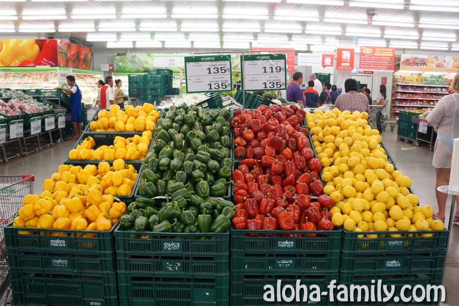 Диковинный для тайцев лимон иногда продают в Makro по 119 бат