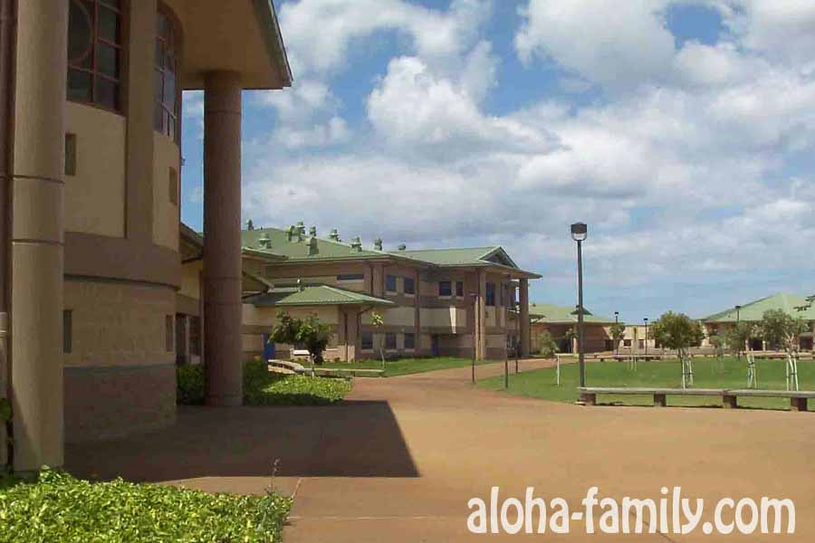 Обычная гавайская школа, правда почти новая - Kapolei High School