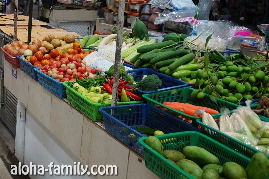 Овощи на самуйском рынке без ценников, как и все остальное...