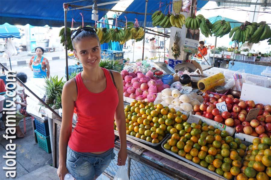 Яблоки в Таиланде продают поштучно