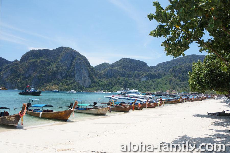 500 метров от причала на восток вдоль набережной Ton Sai Bay - Phi Phi Don