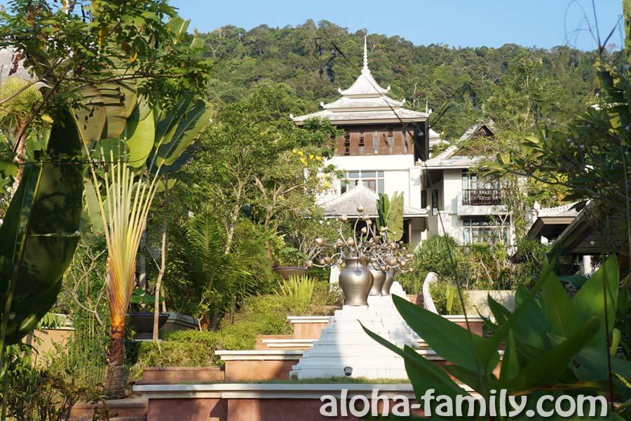 Anyavee Tubkaek Beach Resort - ступеньки к ресепшену