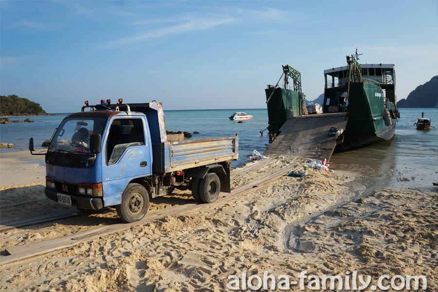 Четырёхколёсный транспорт на Пхи-Пхи Доне - редкий гость