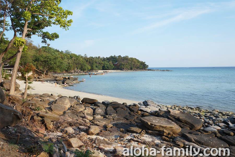 Два небольших пляжа к востоку от Tonsai Bay, в том числе Laem Hin. В прилив здесь отлично, а в отлив - по колено, как на фотке...
