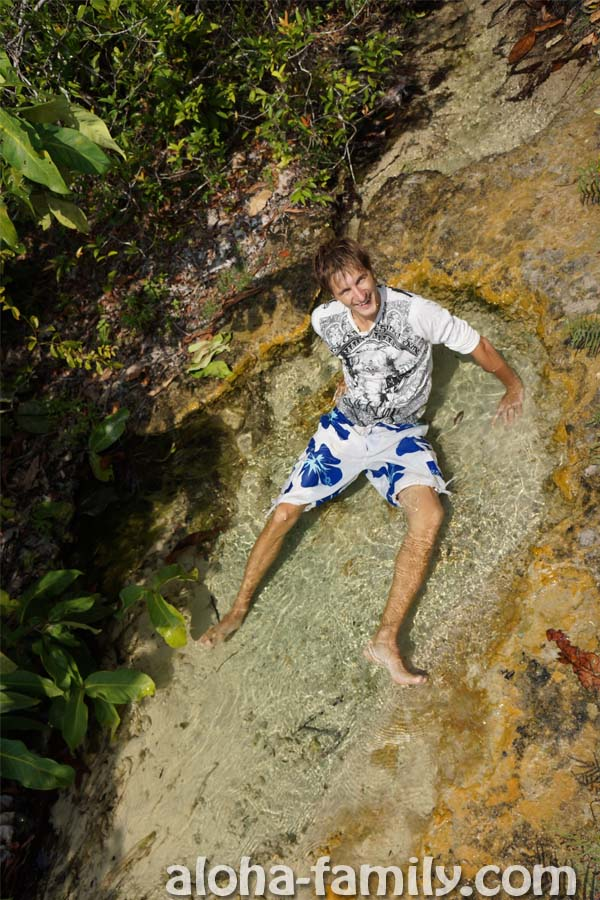 (Как таец) купаюсь в одежде в кристально чистой воде по пути к Голубому озеру в Краби))))