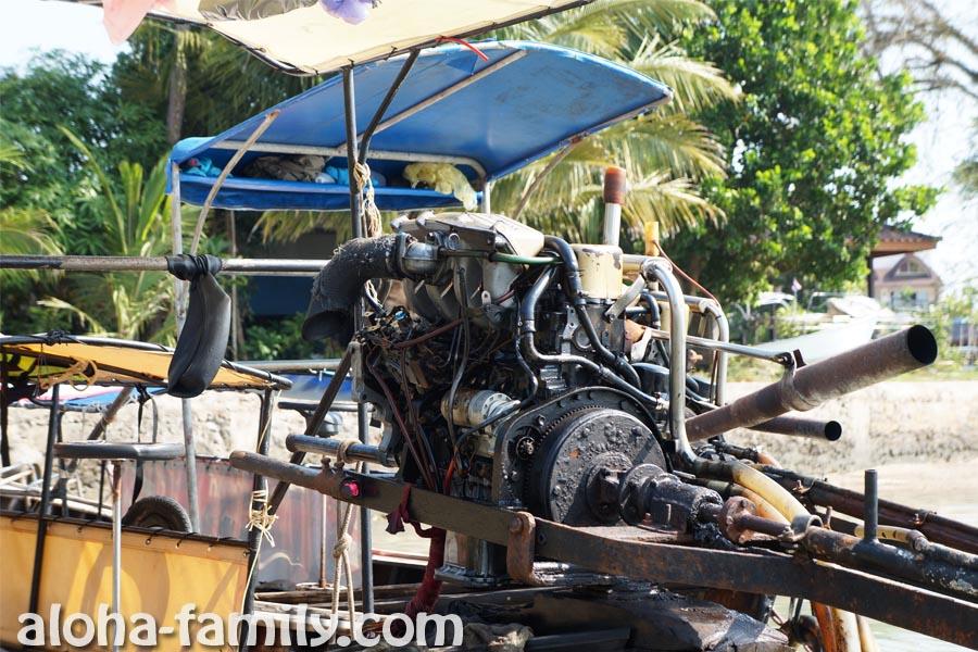 Longtail boats или лодки-длиннохвостки оборудованы вот такими причудливыми двигателями