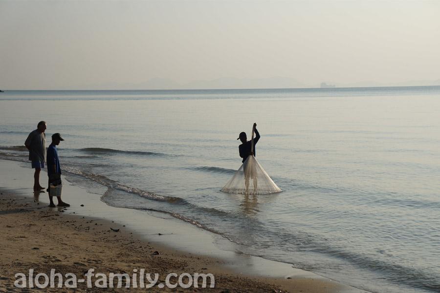 Рыбаки в деле - провинция Краби, Таиланд