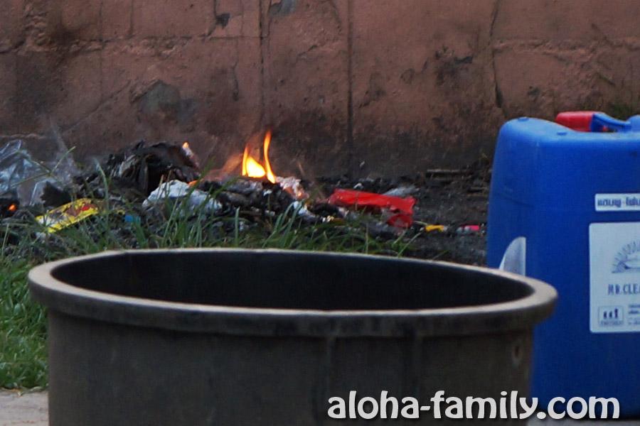 План покрупнее... Сжигание мусора на заправке, видимо, обычное дело - что тут такого! :)