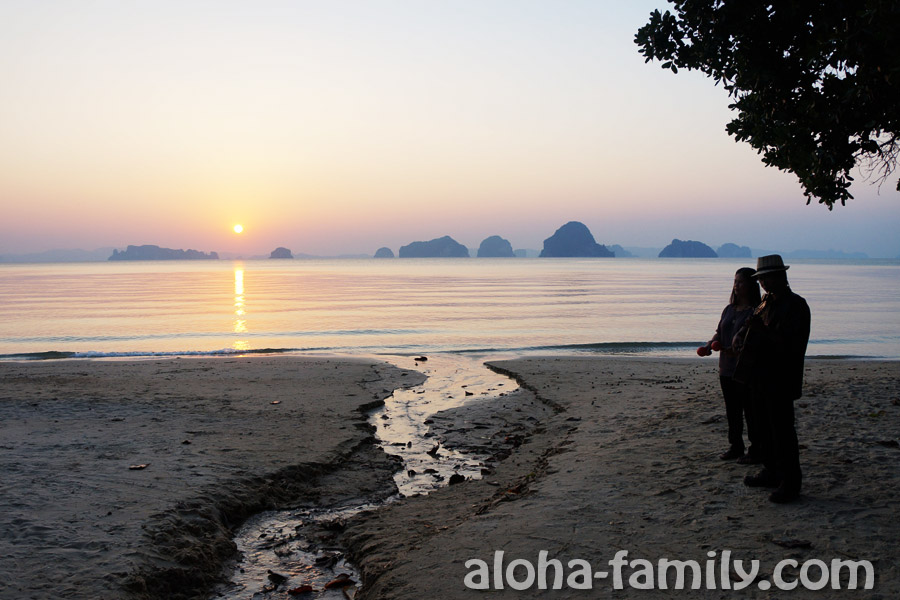 Закат и музыканты на пляже Тап Каек