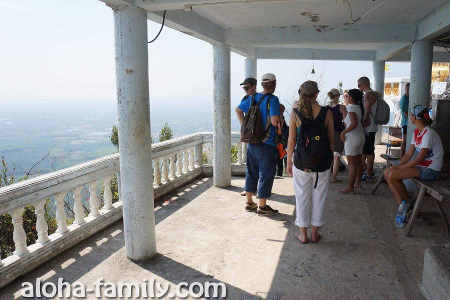 Беседка на вершине горы - ура, 1237 ступенек позади!