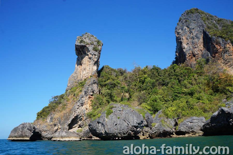 Главная скала Куриного острова в провинции Краби