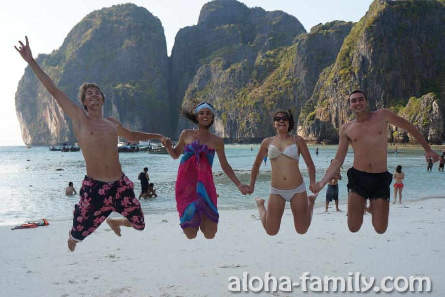 Maya Bay на Phi Phi Lay - попсовая фотка)))